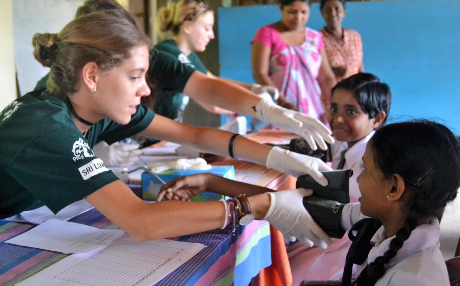 高校生が参加できる医療の海外ボランティア活動